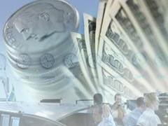 Курс доллара к рублю вырос на 17 копеек - до отметки 32,27 рубля, курс евро снизился на 1 копейку - до 43,51 рубля.