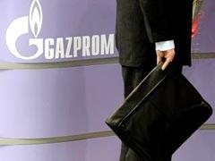 """Одна из крупнейших российский организаций,  """"Газпром"""",  может сократить дивиденды за 2008 год более чем в семь раз по сравнению с выплатами 2007 года.  Таким образом, их объем составит порядка  0,37 рубля на акцию, что в 3,5 раза меньше прежних рекомендаций правления."""
