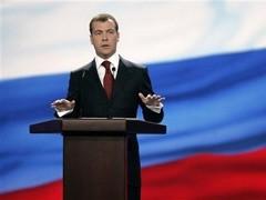 Необоснованные наценки на лекарства, которые устанавливают фармацевтические компании, возмутили президента России Дмитрия Медведева, который призвал регионы бороться с такой ситуацией.