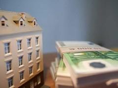 Анализ существующих в настоящее время возможностей по аренде офисных, торговых и складских площадей показал, что наибольший выбор арендных ставок наблюдается в сегменте торговых площадей - здесь разница между их максимальным и минимальным уровнем достигает 6-6,5 раз.