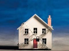Число тех, кто собирался купить квартиру, но в силу сложной экономической ситуации не смог этого сделать, растет. Большинство россиян негативно оценивают нынешнее время для покупки недвижимости. По сравнению с октябрем прошлого года их число увеличилось на 6% и составило 32%.