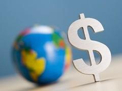 Курс доллара укрепился на 2 копейки - до 31,04 рубля, курс евро - на 4 копейки, до 43,47 рубля.