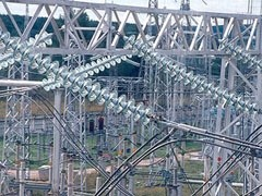 """Филиал ОАО """"ФСК ЕЭС"""" – Магистральные электрические сети (МЭС) Центра – приступил к перезаводу действующих линий электропередачи на подстанции 500 кВ Очаково. Работы ведутся в рамках заключительного этапа реконструкции энергообъекта."""