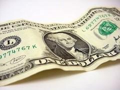 Центробанк намерен вытеснить доллар с российского рынка.