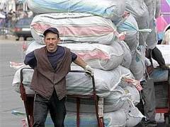 В связи с закрытием Черкизовского рынка без работы остались более 100 тысяч человек. Федерация мигрантов России начинает сбор средств для поддержки безработных приезжих.