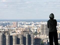 Жизнь в Москве не такая сахарная, как может показаться многим, кто не жил здесь. Миф о баснословном богатстве и успехе быстро разбивается о суровую реальность, в которой понимаешь, что всегда лучше там, где нас нет.