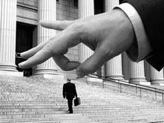 ВТБ готовится к сокращениям, как в головном банке, так и в дочернем ВТБ 24. В результате оптимизации численности персонала, тысячи сотрудников дочернего банка могут стать безработными.