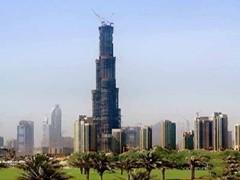 Самый высокий небоскреб в мире - башни Burj Dubai в Дубае, открытие которой планировалось на сентябрь текущего года, оказался заложником кризиса. Теперь его открытие откладывается и состоится не ранее декабря 2009 года.