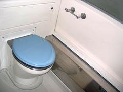 Почти 23% парка пассажирских вагонов РЖД оснащено экологически чистыми туалетными комплексами (ЭЧТК). Сейчас таких вагонов 5,6 тысяч штук.