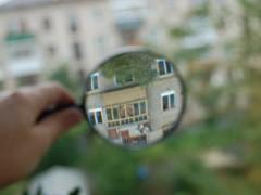 """К вопросу о покупки недвижимости подходят с особой тщательностью. Юридическую """"чистоту"""" квартиры чаще всего доверяют проверять специалисту, однако при подкованности в данном вопросе можно попробовать сделать все самому."""