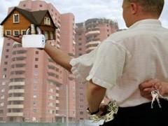 В связи с кризисом на рынке недвижимости увеличилось число частных маклеров. Среди них встречаются выходцы из крупных компаний недвижимости, брокеры-самоучки и даже аферисты, встреча с которыми наиболее опасна.