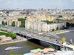 В сегменте элитной недвижимости Москвы по-прежнему лидируют Якиманка и Хамовники.