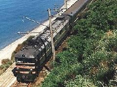 В этом году выросло число пассажиров, отправляющихся на российское черноморское побережье. Чтобы справиться с возросшим спросом, РЖД выделили 1300 дополнительных поездов в южном направлении.