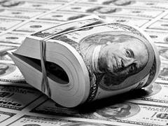Официальный курс доллара снизился на 11 копеек - до 30,6431 рубля, курс евро упал на 5 копеек - до 43,7675 рубля.