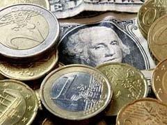 Курс доллара к рублю вырос в первые минуты торгов на 37 копеек по сравнению с уровнем закрытия среды и составил 31,86 рубля против 30,49 рубля. Курс евро подскочил на 44 копейки - до 44,85 рубля против 44,41 рубля.