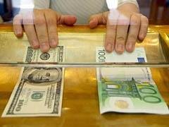 Официальный курс доллара снизился на 60 копеек - до 31,1533 рубля, курс евро опустился на 69,49 копейки - до 43,9978 рубля.