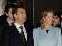 Официальный сайт Кремля опубликовал сведения о доходах Дмитрия Медведева и его супруги.