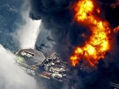 Недавно в Мексиканском заливе произошла катастрофа – на поверхности океана образовалось огромное нефтяное пятно длиной 128 км и шириной 68 км. Что происходит с разлитой нефтью? Оказывается, давно существуют технологии, способные не только бороться с нефтяными пятнами, но извлекать из них выгоду.